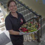 TAMERS® Catering 27.06.2015; Dominique Heine serviert Grillgemüse, Foto: Andreas Reichelt