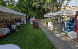 Verleih von mobilen Theken für Bierausschank, Dönergrill, Geschirr, Besteck, Garnituren